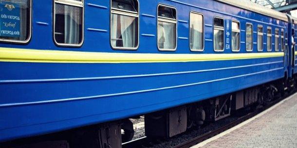 Співробітниця «Укрзалізниці»  відмовилась обслуговувати військового  українською (відео)