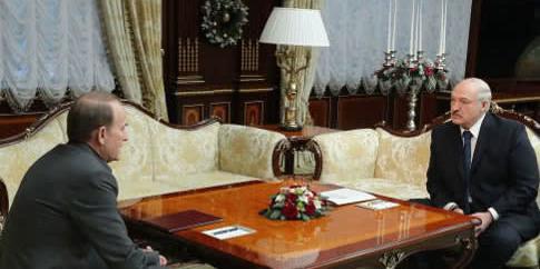Лукашенко поговорив з Медведчуком про війну на Донбасі