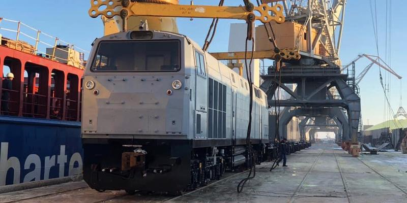 До України прибули ще п'ять американських локомотивів (фото)