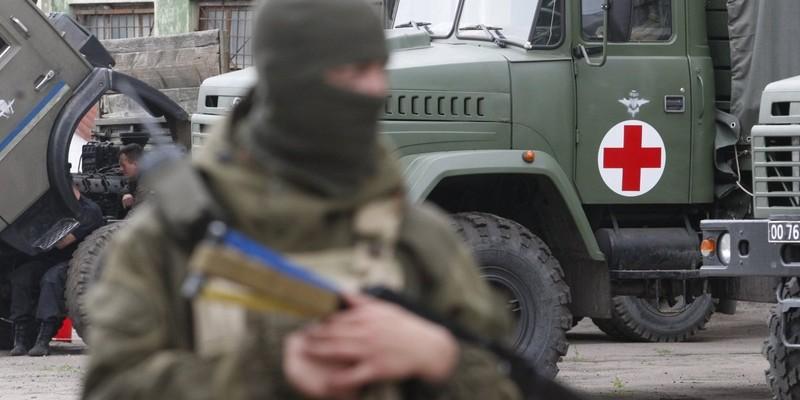 «Червоний Хрест» відправив на Донбас вантажівки з продуктами та засобами гігієни