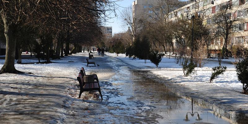 В Україні сьогодні буде тепло, місцями пройдуть дощі та мокрий сніг