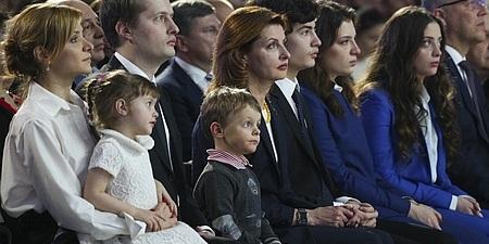 Форум Порошенка: діти, онуки та Ірина Луценко з сумкою за 100 тисяч (фото)