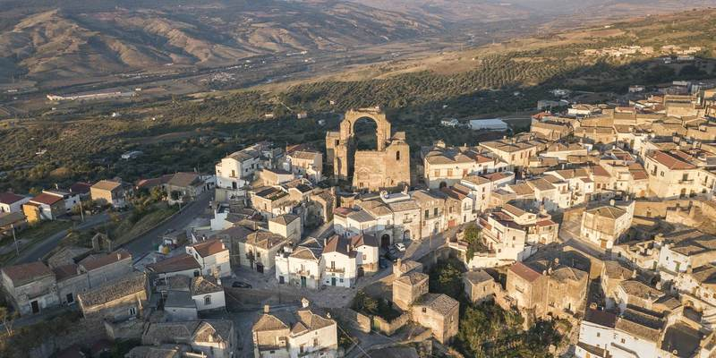 Італійське містечко запрошує на тимчасову роботу чотирьох туристів