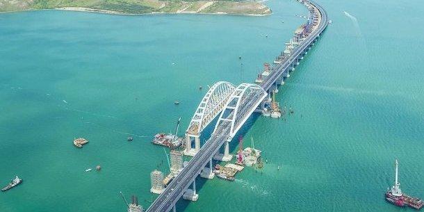Рух по Кримському мосту знаходиться під загрозою через сповзання ґрунту