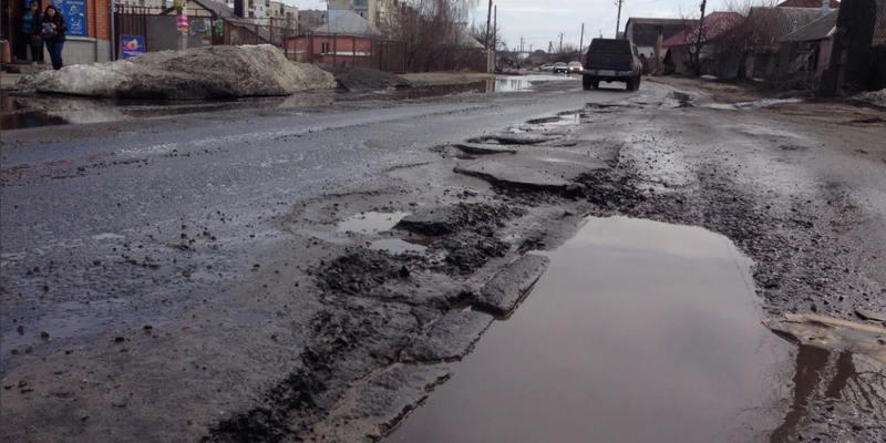 Омелян пояснив, чому в Україні майже не будують нові дороги, а латають старі