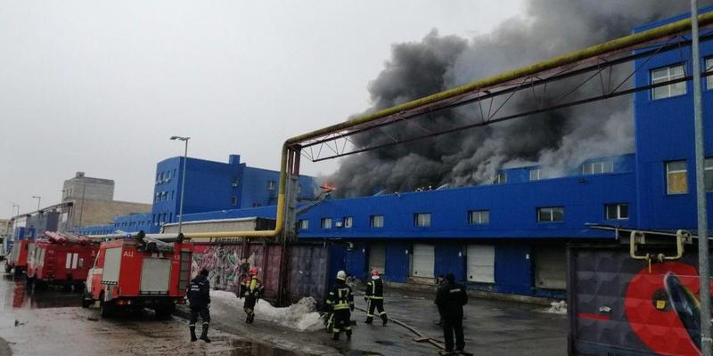 Пожежа на складах у Києві: вогонь охопив вже 7 тисяч квадратних метрів (фото)