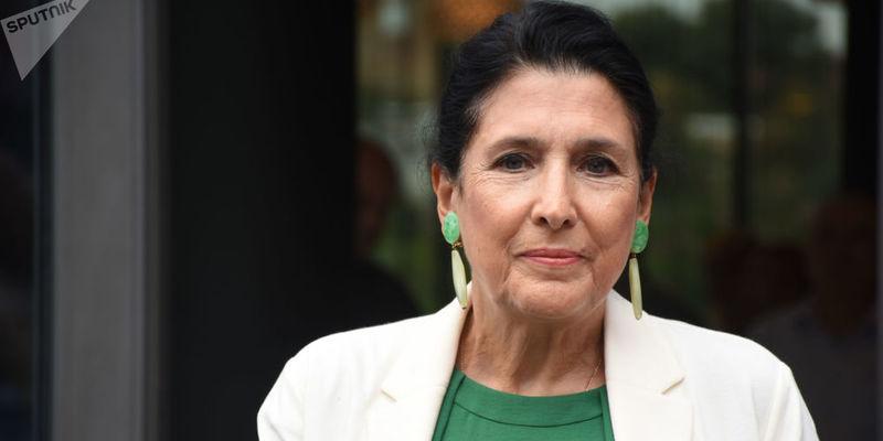 Президент Грузії працевлаштувала в адміністрацію родичок без конкурсу
