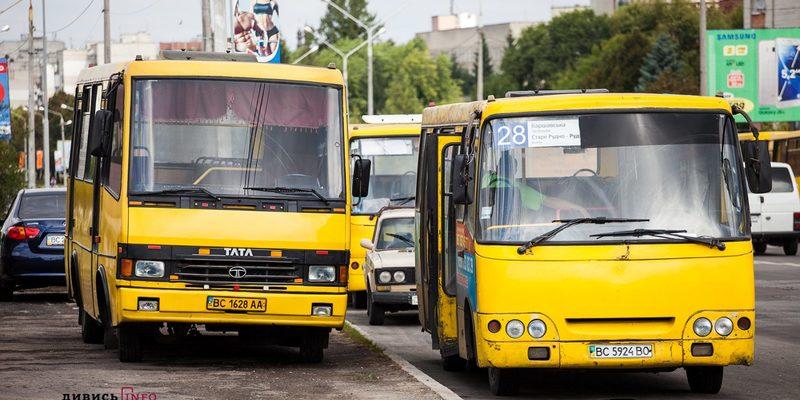 У Львові водій маршрутки замість трьох квитків видав 297 (фото)