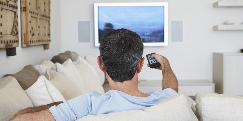 У людей, які проводять багато часу перед телевізором, підвищується ризик розвитку раку