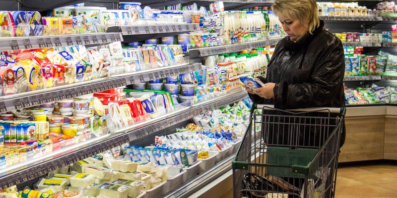 На їжу та безалкогольні напої українці витратили майже половину своїх доходів