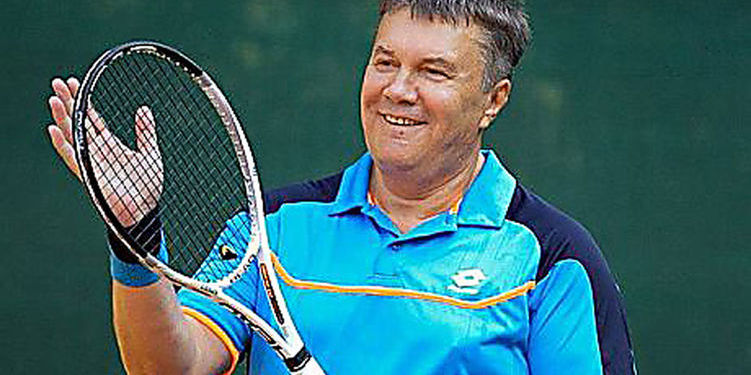 Янукович розповів, як він послизнувся під час тенісу