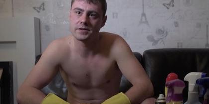 Немає відбою від клієнтів: британець прибирає квартири голяка
