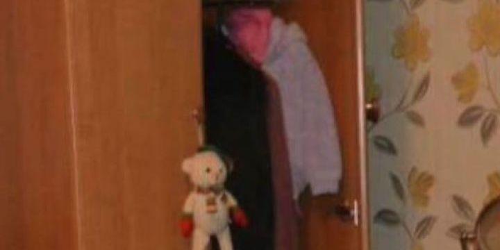 У США студентка виявила у себе в шафі незнайомця, який жив там і носив її одяг