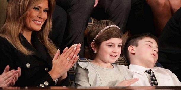 Школяр, запрошений Трампом, заснув під час виступу президента