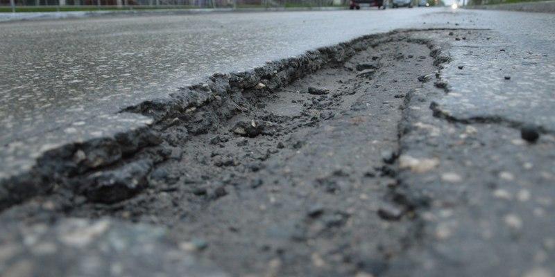 Найстрашніша траса країни: у цій дорозі ховаються машини (відео)