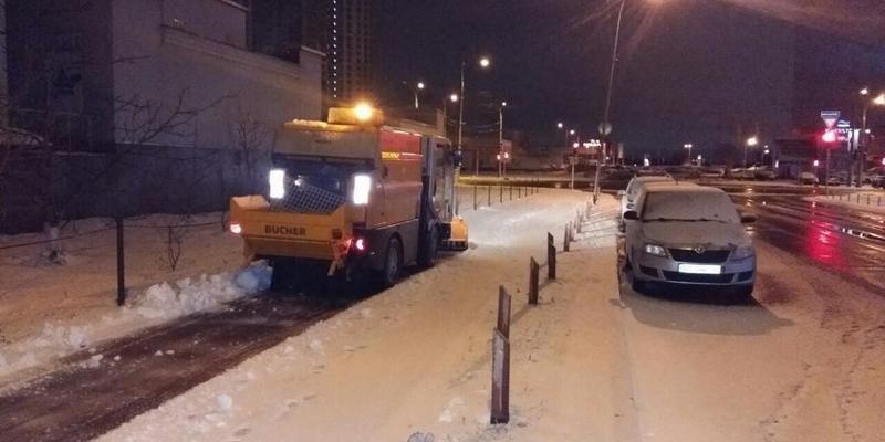 Снігоприбиральні роботи проводяться комунальниками одночасно в усіх районах Києва, - КМДА