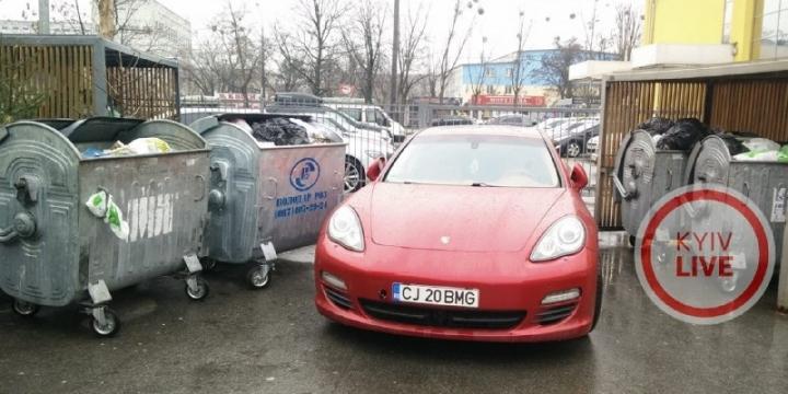 У Києві на смітнику знайшли елітний Porsche на євробляхах