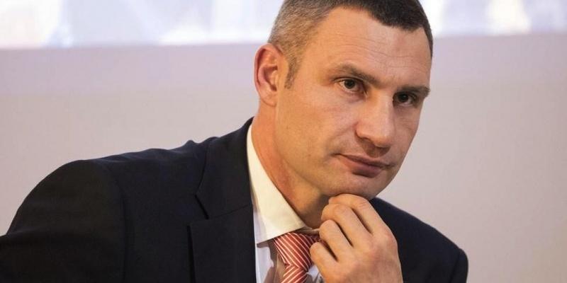Скандальний забудовник Осокорків, з яким Київ розірвав договір, розпочав кампанію «чорного піару» проти Кличка