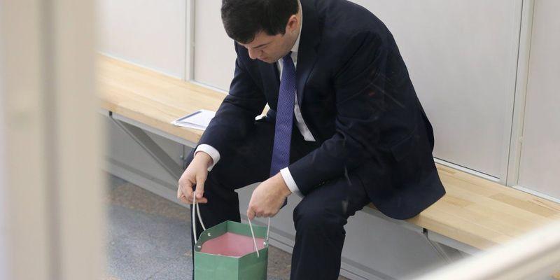 Суд заарештував майже 300 тисяч доларів на рахунку Насірова