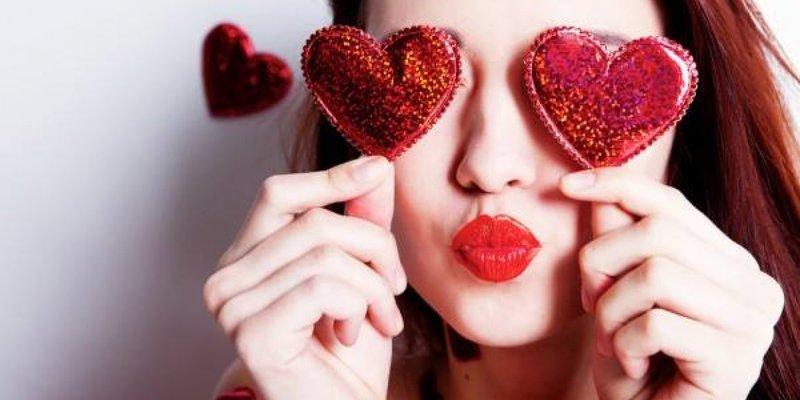 Лише 8% українців вважають День Валентина святом