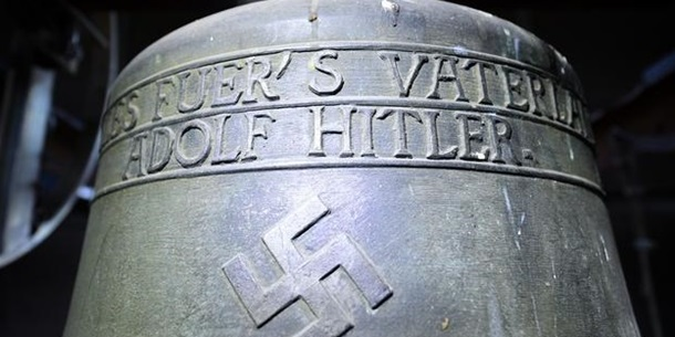 Церкви у Німеччині продовжують використовувати дзвони з нацистською символікою