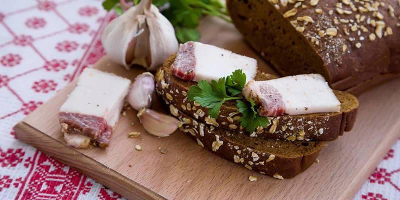 Експерт повідомив, де в Україні продається найдешевше сало