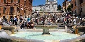 «Ми багаті і ми робимо, що хочемо»: російські туристки танцювали на фонтані у центрі Риму