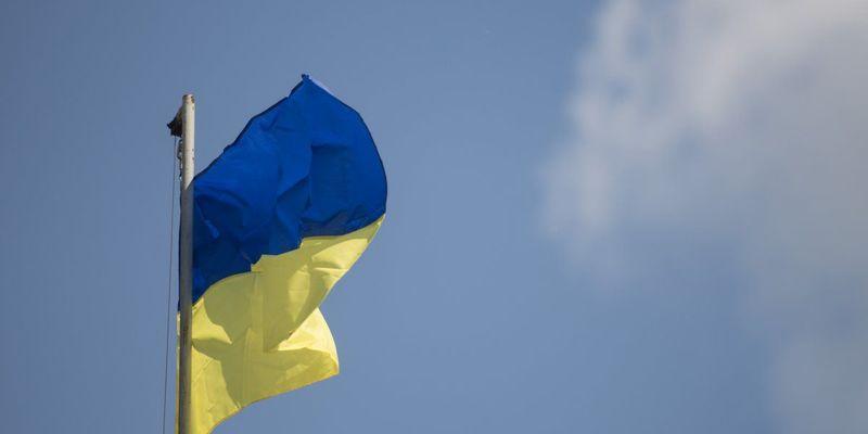 На Житомирщині під нецензурні вигуки зламали Державний Прапор