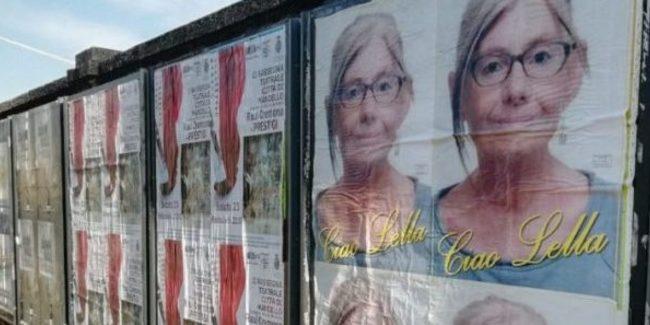 В Італії вдівець обклеїв місто фотографіями померлої дружини