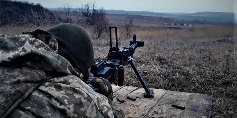 ООС: 10 обстрілів, противник випустив по позиціях українських військ 55 мін