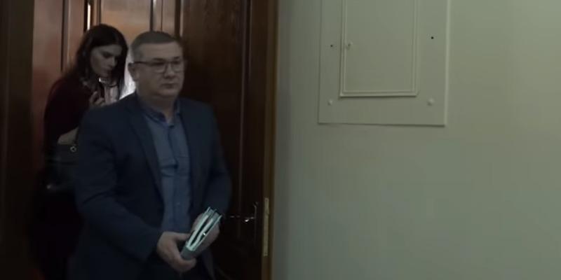 Український чиновник включив порно під час наради (відео)