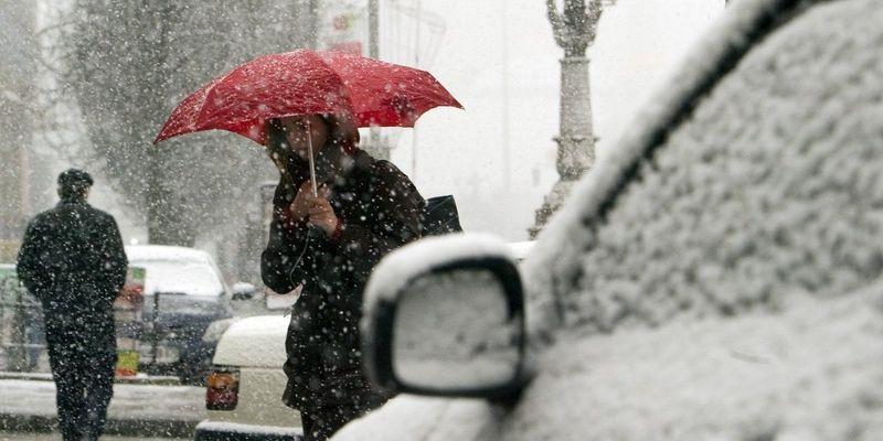 Сьогодні в Україні похолодає, місцями пройдуть дощі та мокрий сніг (карта)