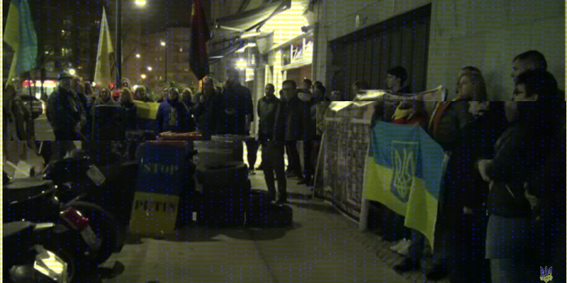 У Лісабоні вшанували пам'ять Героїв Небесної сотні інсценізацією Майдану під посольством РФ (відео)