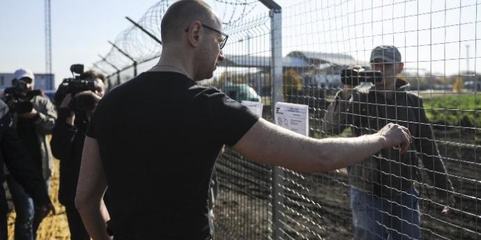 Прикордонники засекретили контракти по «стіні Яценюка»