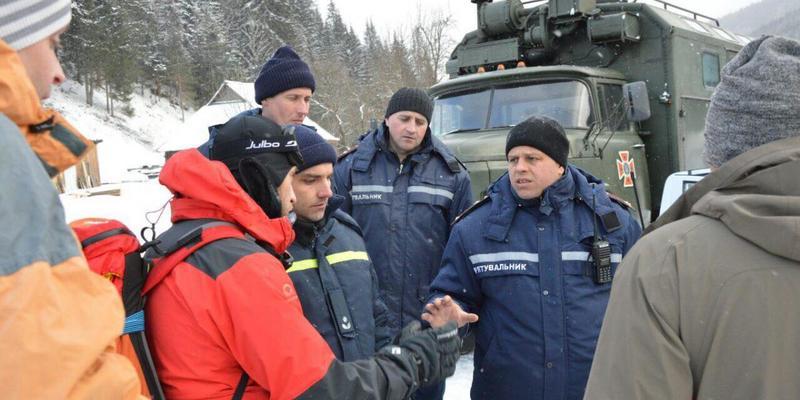 Загибель туристів на Прикарпатті: рятувальні роботи на горі Піп Іван відновили