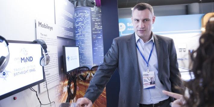 Кличко в Ізраїлі на конференції мерів: Київ сьогодні втілює найпередовіші технології Smart City