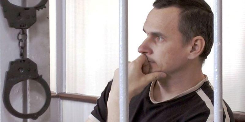 Адвокат каже, що Сенцову у колонії дозволяють займатися спортом і добре годують