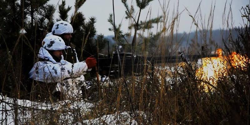 Російські окупаційні війська сім разів відкривали вогонь по позиціях ЗСУ: один український військовий поранений