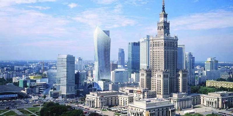 У Варшаві майже півтисячі українців написали заяви про внесення до списків виборців