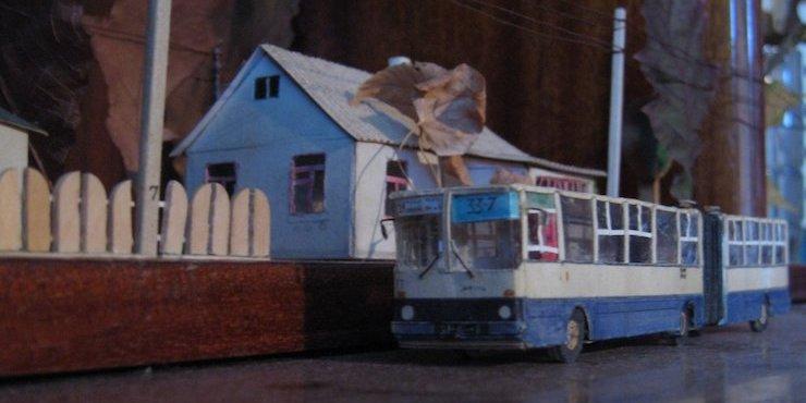 Киянин створив мініатюрне паперове місто за спогадами дитинства (фото)