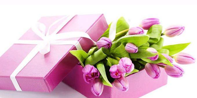 Подарунок на 8 березня: чого хочуть жінки і що готові дарувати чоловіки