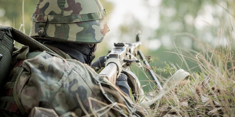 Війна на сході: 18 обстрілів, бійці ООС знищили 4 окупантів і БМП противника