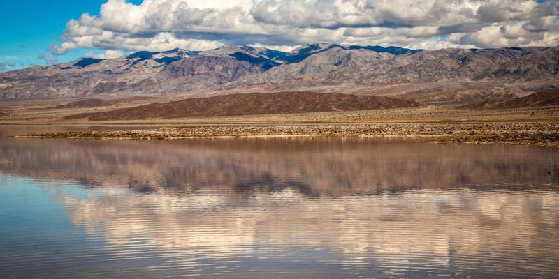 У каліфорнійській Долині Смерті з'явилося величезне озеро (фото)