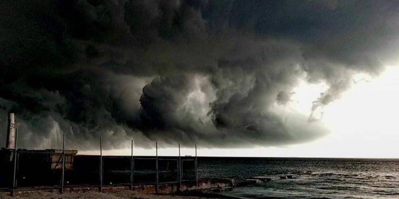 Ураганний вітер поперевертав літаки в американському аеропорту (відео)