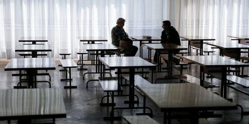 У школі Дніпра масово захворіли діти - на заняття не вийшло понад 500 учнів