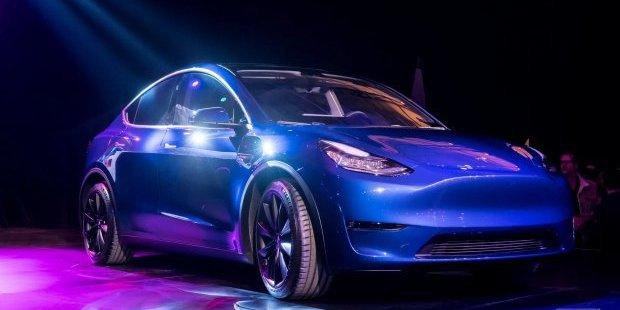 Ілон Маск представив новий електрокар Tesla Model Y (фото, відео)
