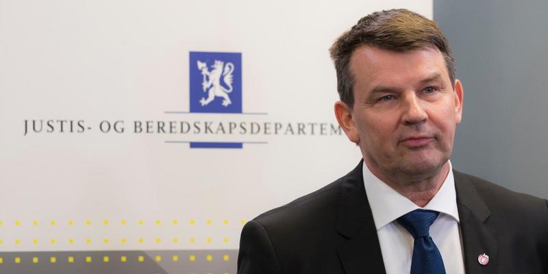 Подругу норвезького міністра юстиції підозрюють в підпалі його авто
