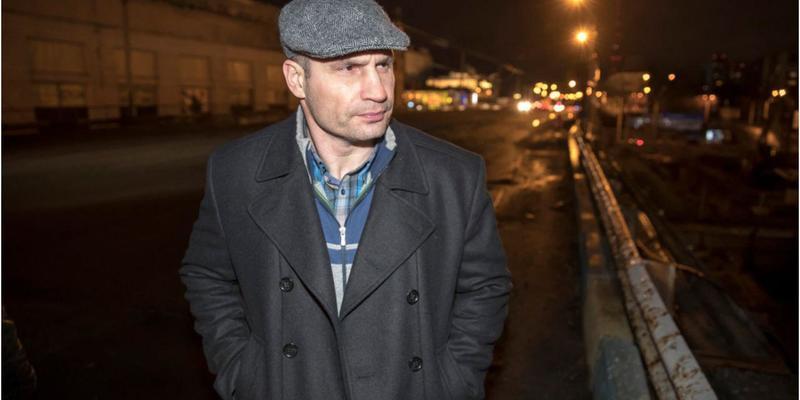 Віталій Кличко вночі перевірив готовність до початку робіт з демонтажу Шулявського шляхопроводу