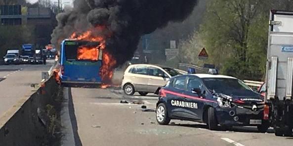 В Італії водій підпалив шкільний автобус, яким кермував