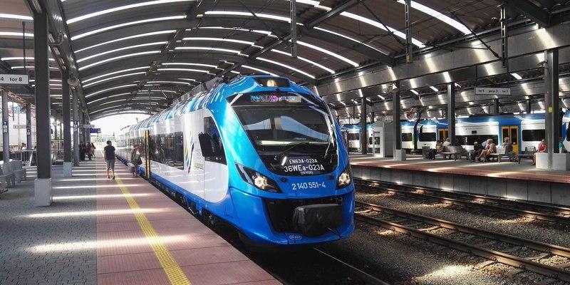 Кравцов назвав середню зарплату українських залізничників